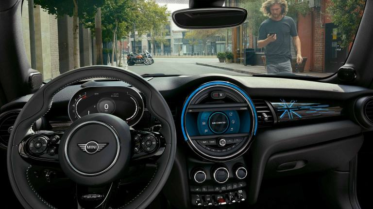 MINI Connected – cockpit and dash – centre instrument and colour screen